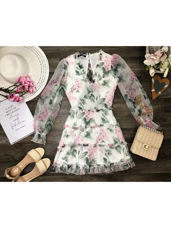 krásne kvetované šaty