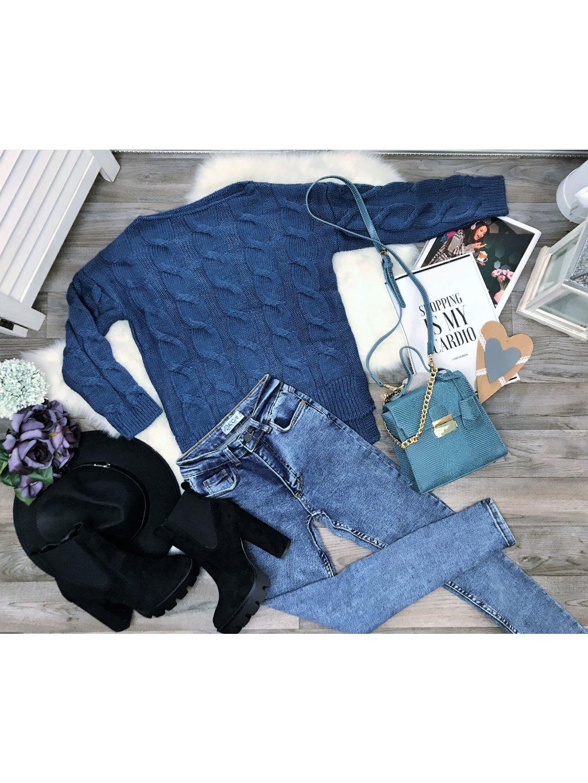 hrubý modrý sveter