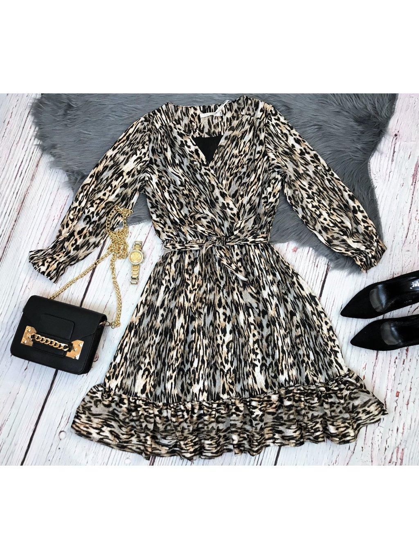 šaty s leopardim vzorom