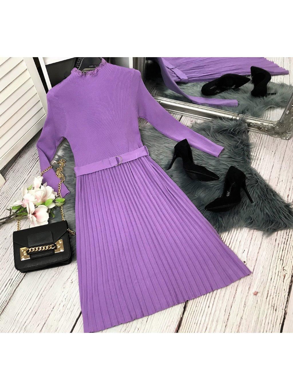 fialové úpletové šaty s plisovanou sukňou