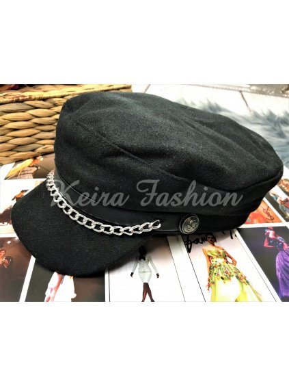 čierna čiapka so šiltom