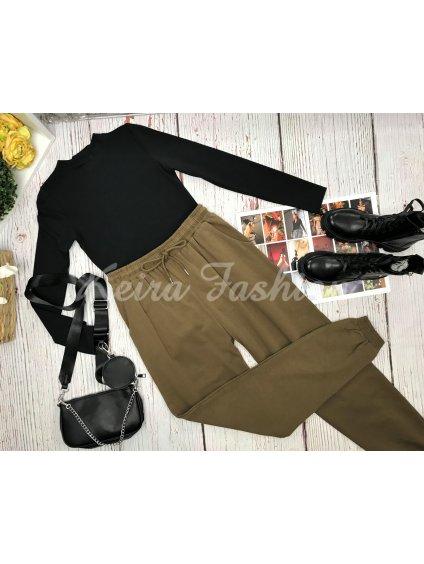 olivové teplákové nohavice