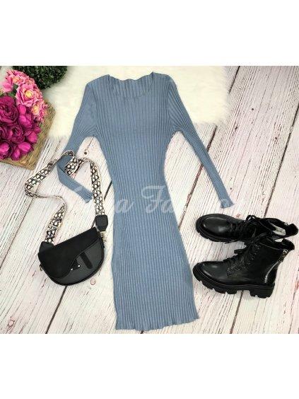 modré vrúbkované šaty