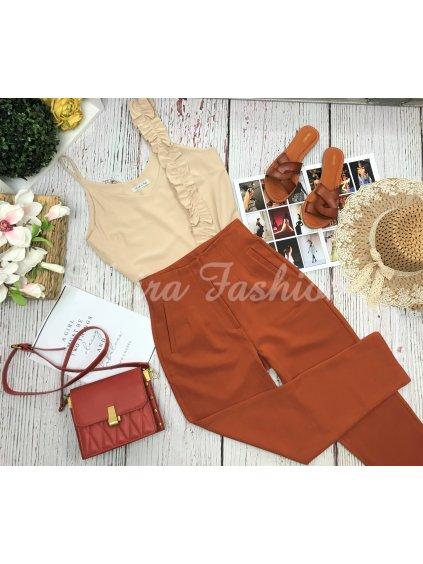 nohavice v hrdzavej farbe