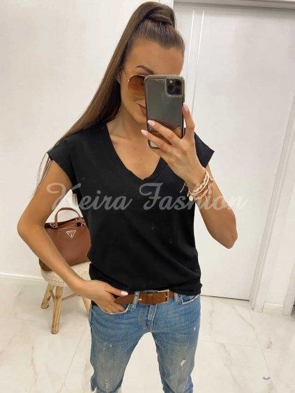 Čierne tričko s V-čkovým výstrihom