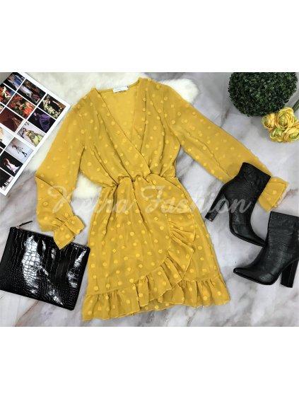 žlté šaty bodkované