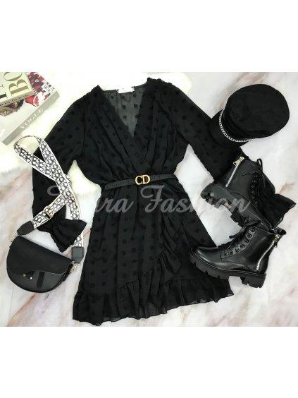 čierne bodkované šaty