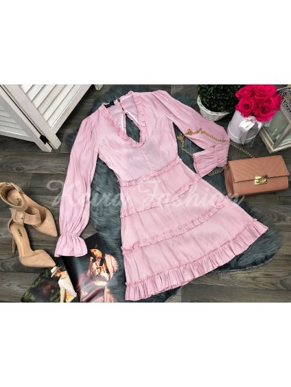 ružové šaty s volánom odhalenym chrtom