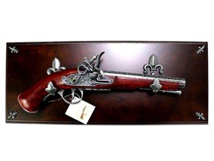 Replika pistole 1095-53 na desce
