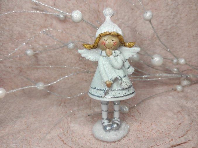 anděl s hůlkou a čepicí
