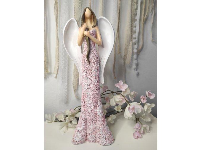Anděl růžový s copem