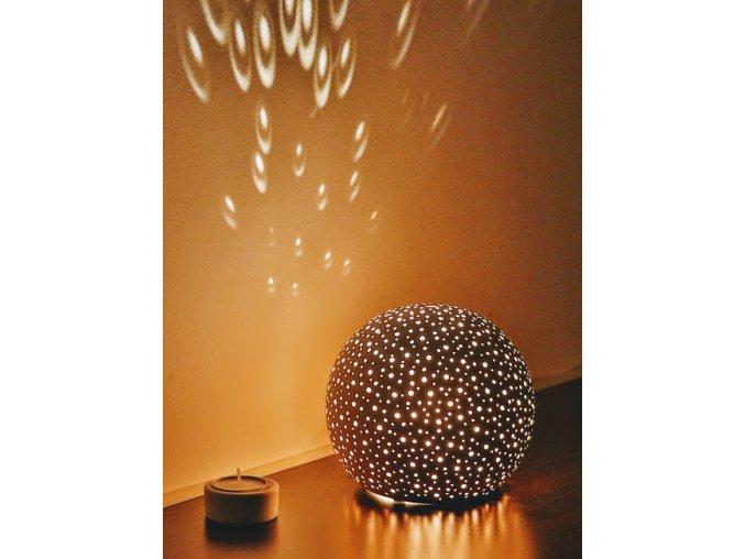 Keramický svícen děrovaný koule velká