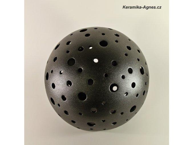 Keramická děrovaná lampa koule střední