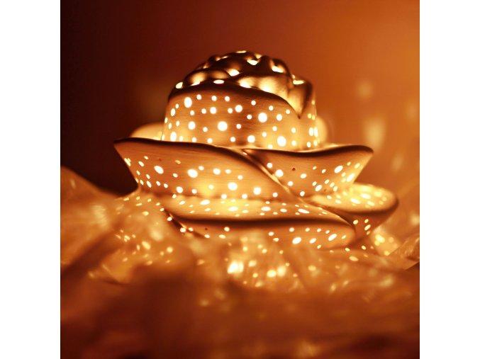 Keramický svícen děrovaný růže střední