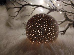 Keramický svícen děrovaný koule malá
