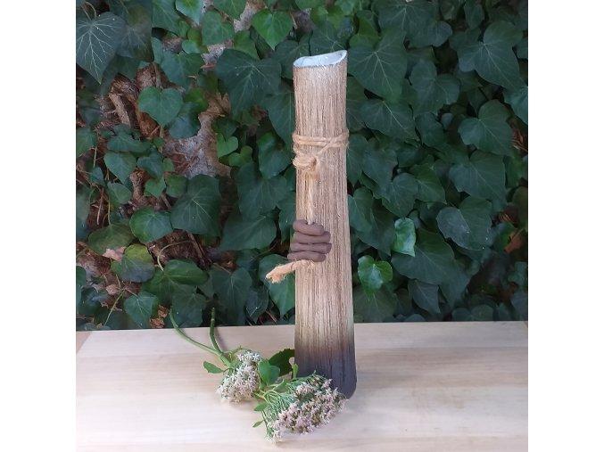 Štíhlá váza s korálky