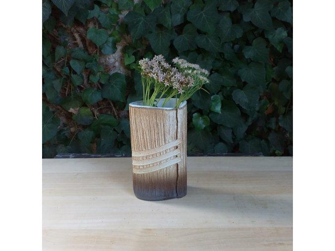 Oválná váza s proužky