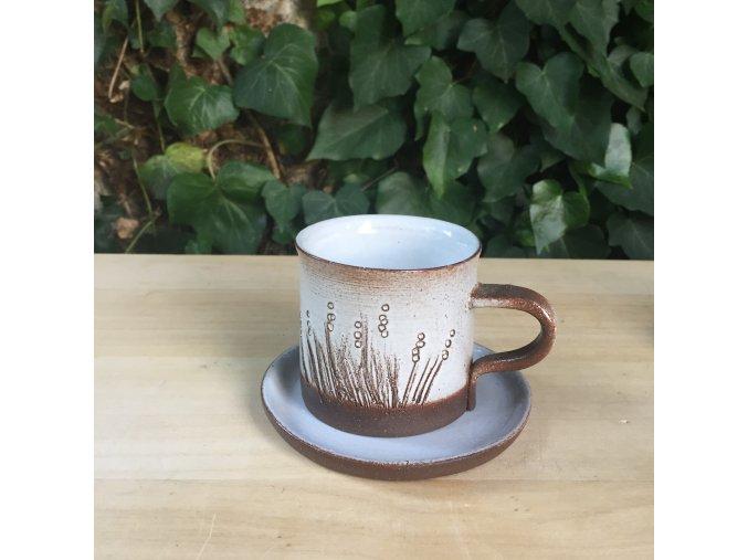 Hrníček na kávu s trávou