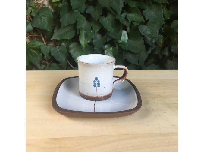Hrnek na kávu s miskou