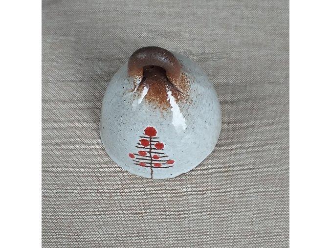 Zvoneček s červeným stromečkem