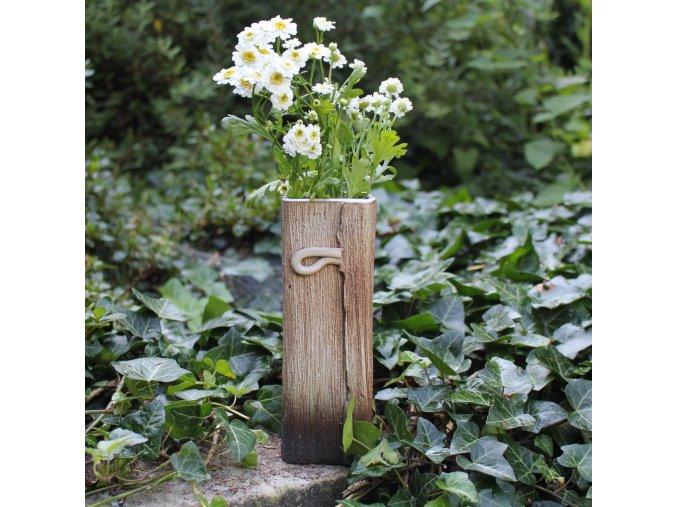 Hranatá váza s poutkem