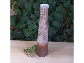 Štíhlá váza s tečkami
