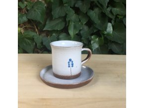 Malý hrníček na kávu s modřencem