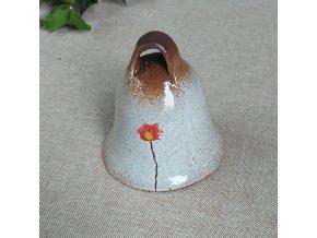 Zvoneček s červeným kvítkem