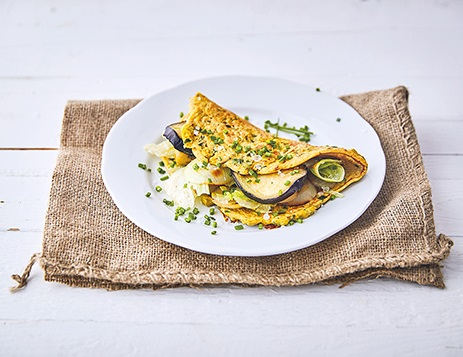keto omeleta s restovanou zeleninou