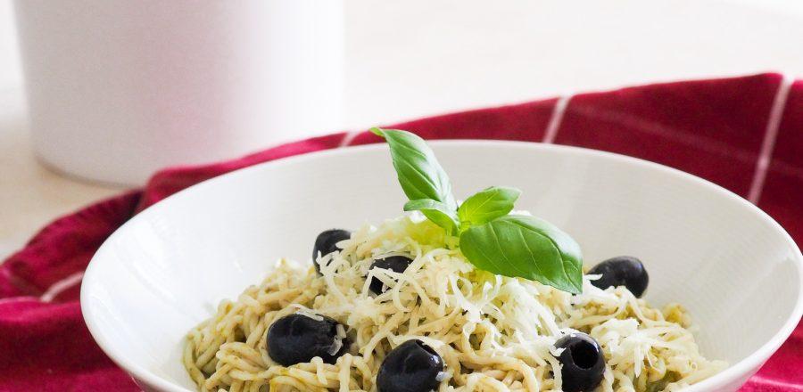 Konjakové špagety s bazalkovým pestem