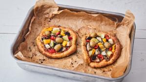 Az alacsony szénhidráttartalmú pizza receptjét