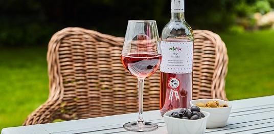 Aké si správne vybrať víno? Naučte sa základy správneho kombinovania vína s jedlom