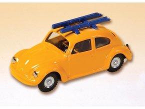 VW 1200 žlutý s lyžemi
