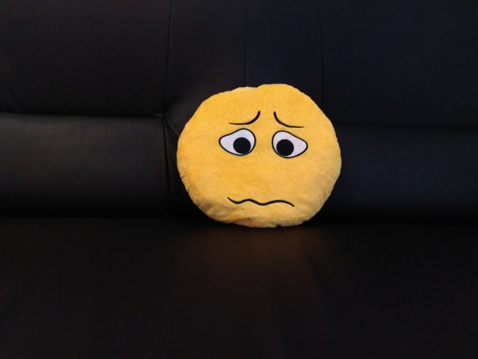 KG polštářek smajlík Mrzutec, průměr 32 cm