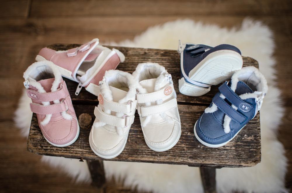KK-prvni-boty-winter-sneakers-bile-modre-ruzove