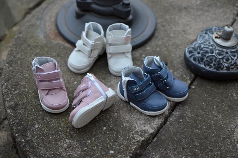 KK-prvni-boty-sneakers-bile-modre-ruzove