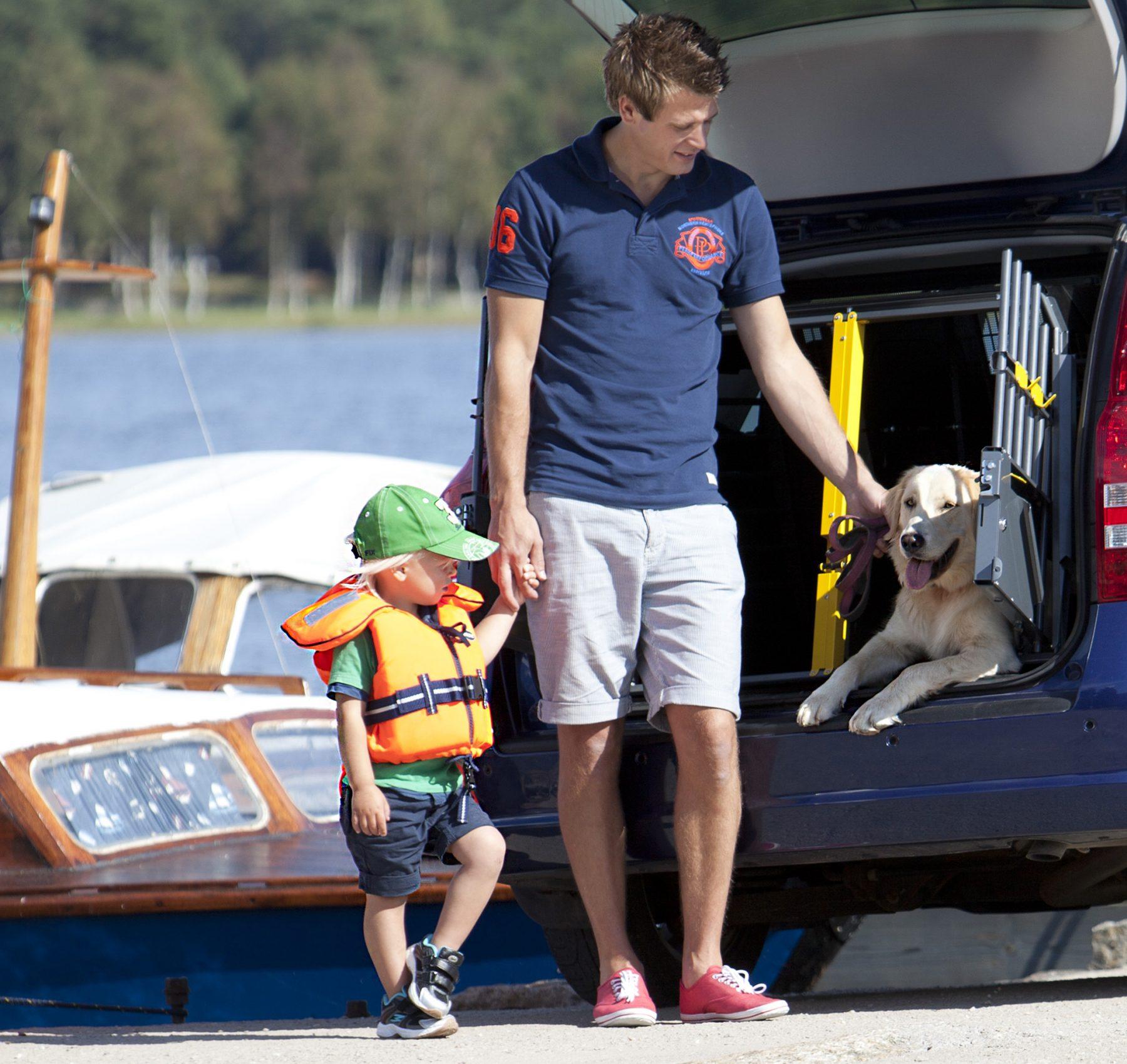 Family_Summer_boat_child_dog_-00364_180x170mm_print-1800x1700