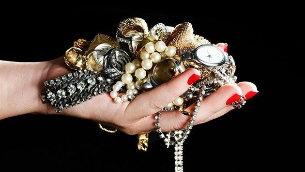 Víte, jaký šperk vybrat pro ženu, kterou milujete?