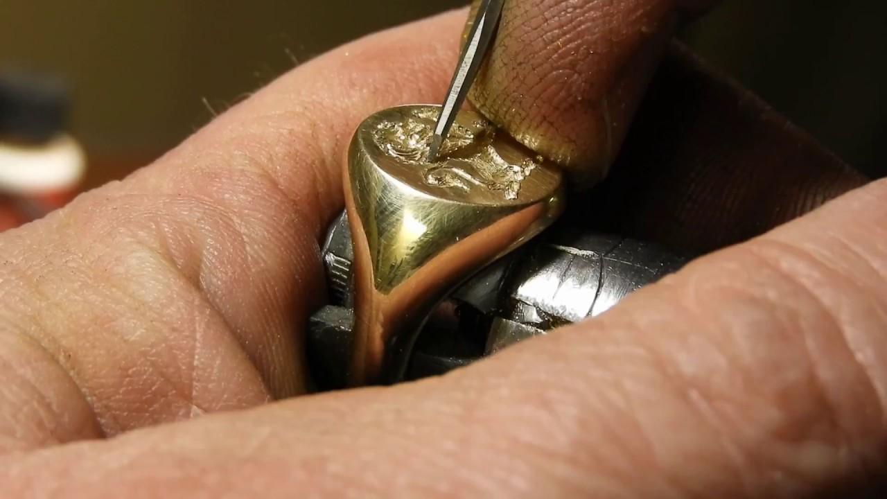 Rytí a gravírování zlatých šperků