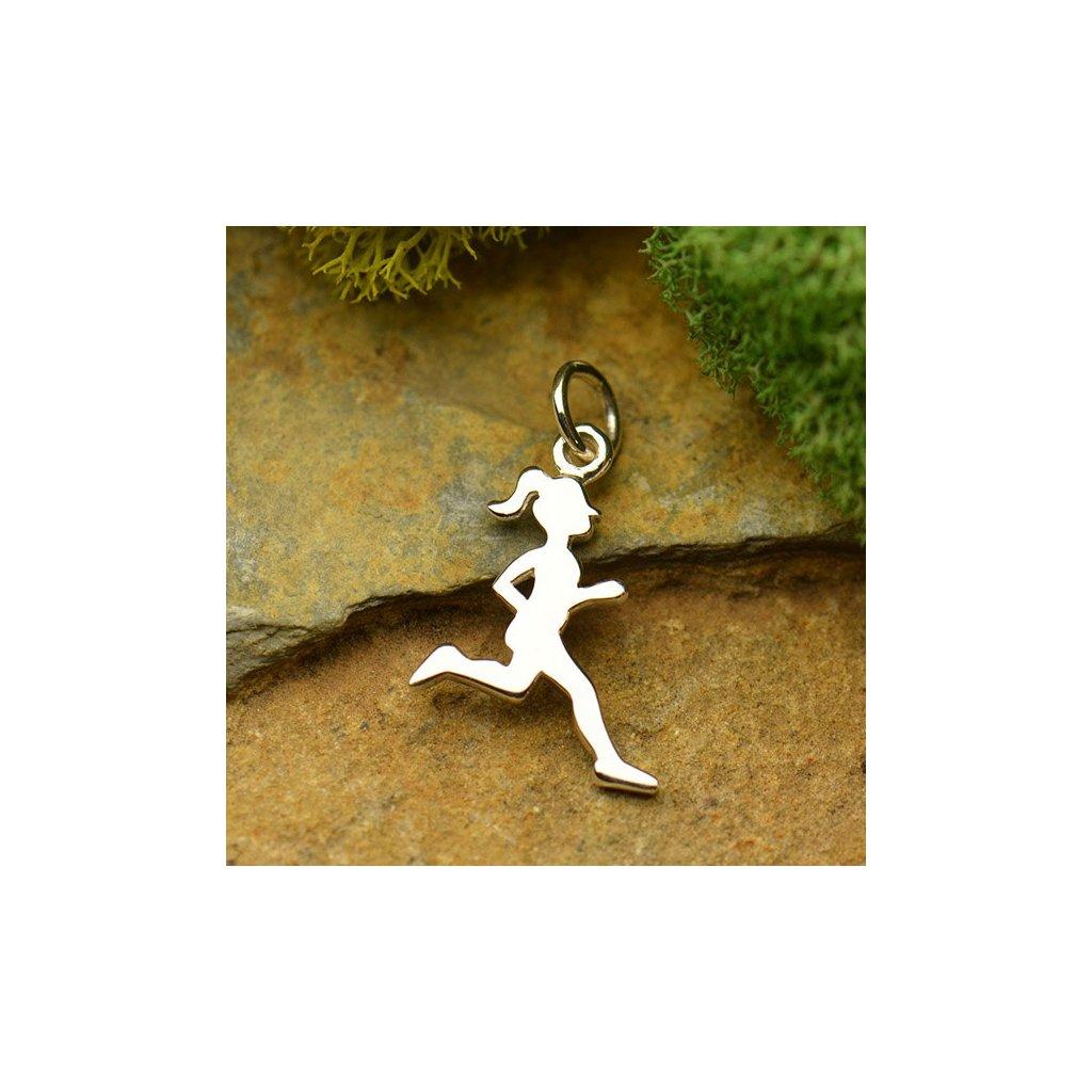 Stříbrný přívěsek dívka v běhu