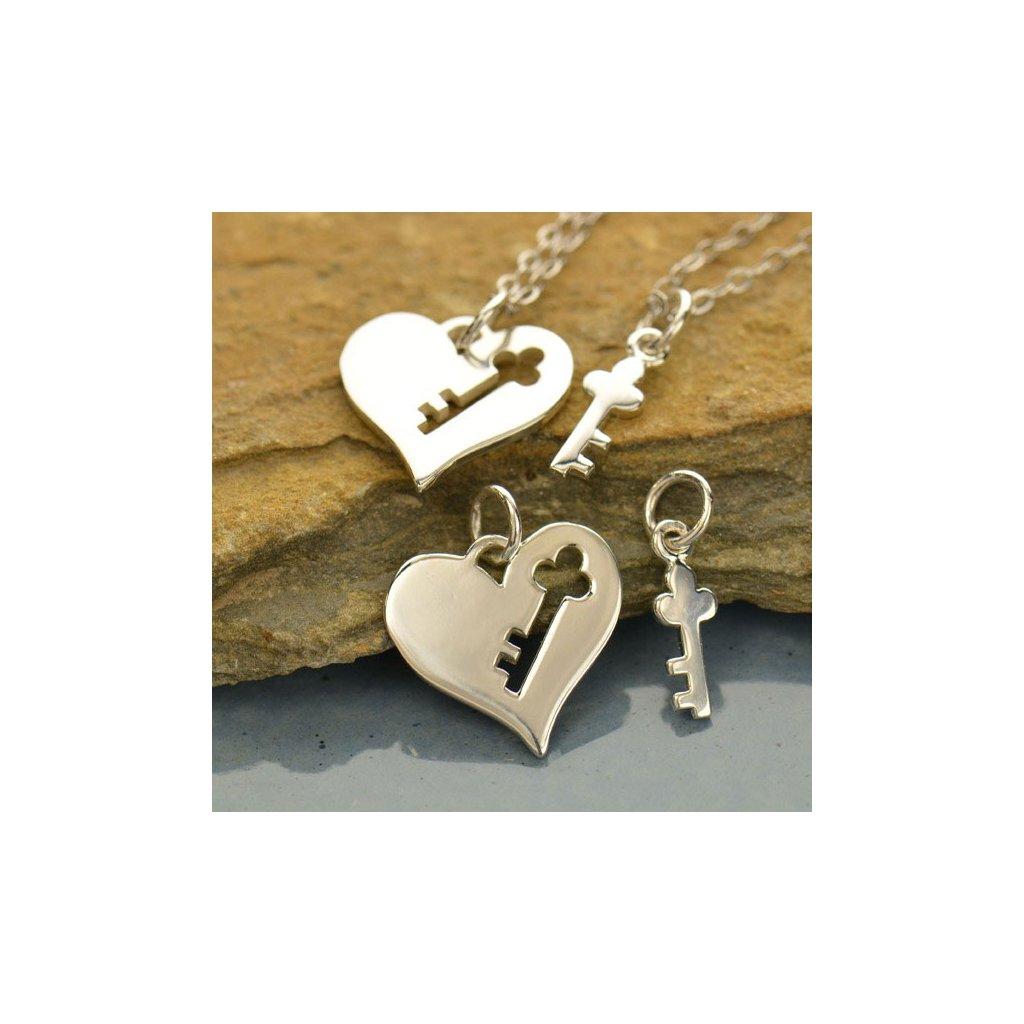 Sada stříbrných přívěsků srdce s klíčem