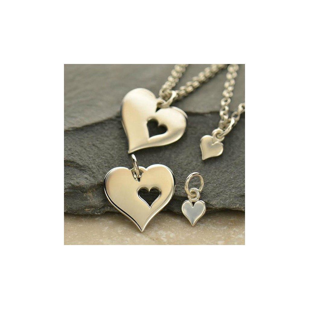 Sada stříbrným přívěsků velké srdce s malým srdíčkem