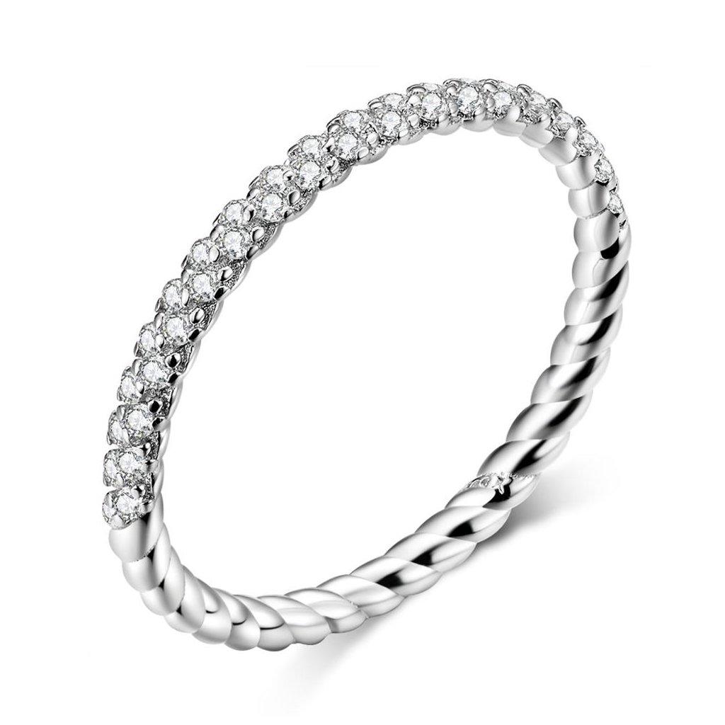 prsten se zirkony po půlce obvodu