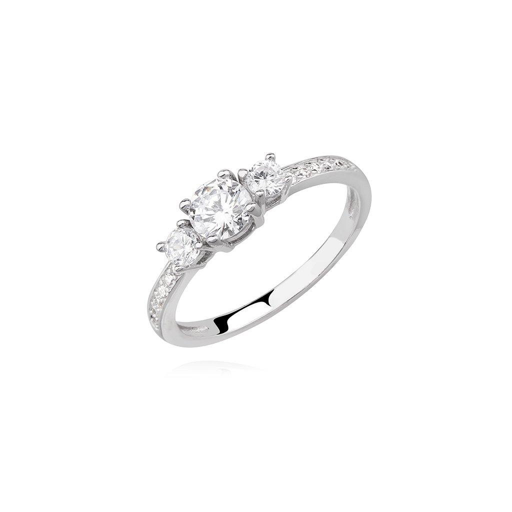 Stříbrný prsten - tři vsazené zirkony