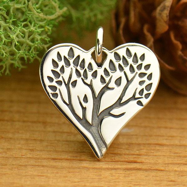 Stříbrný přívěsek - strom života v srdci