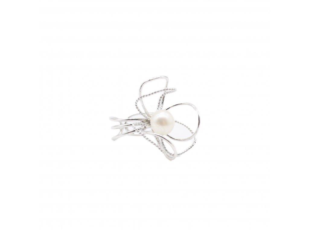 Stříbrný prsten s přirodní perlou