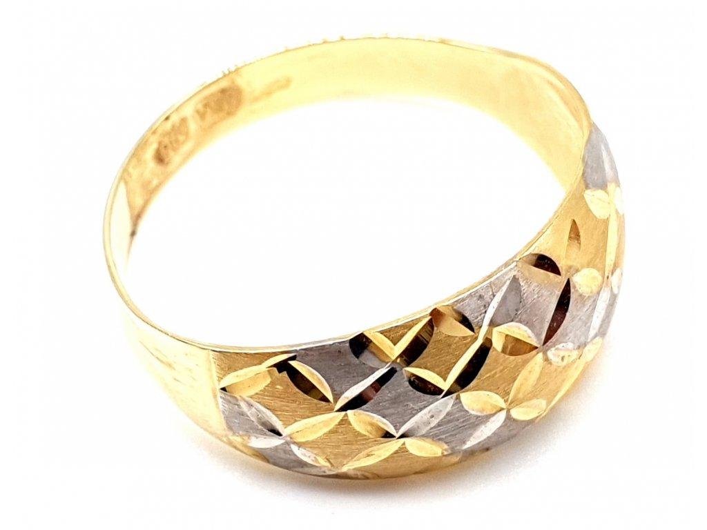 Prsten vyrobený z kombinace bílého a žlutého zlata (Velikost prstene 51 mm)