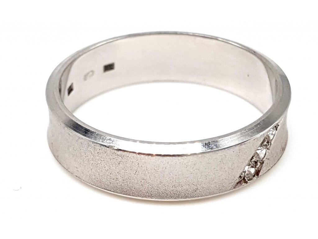 Prsten z bílého zlata v matném provedení (Velikost prstene 53mm)