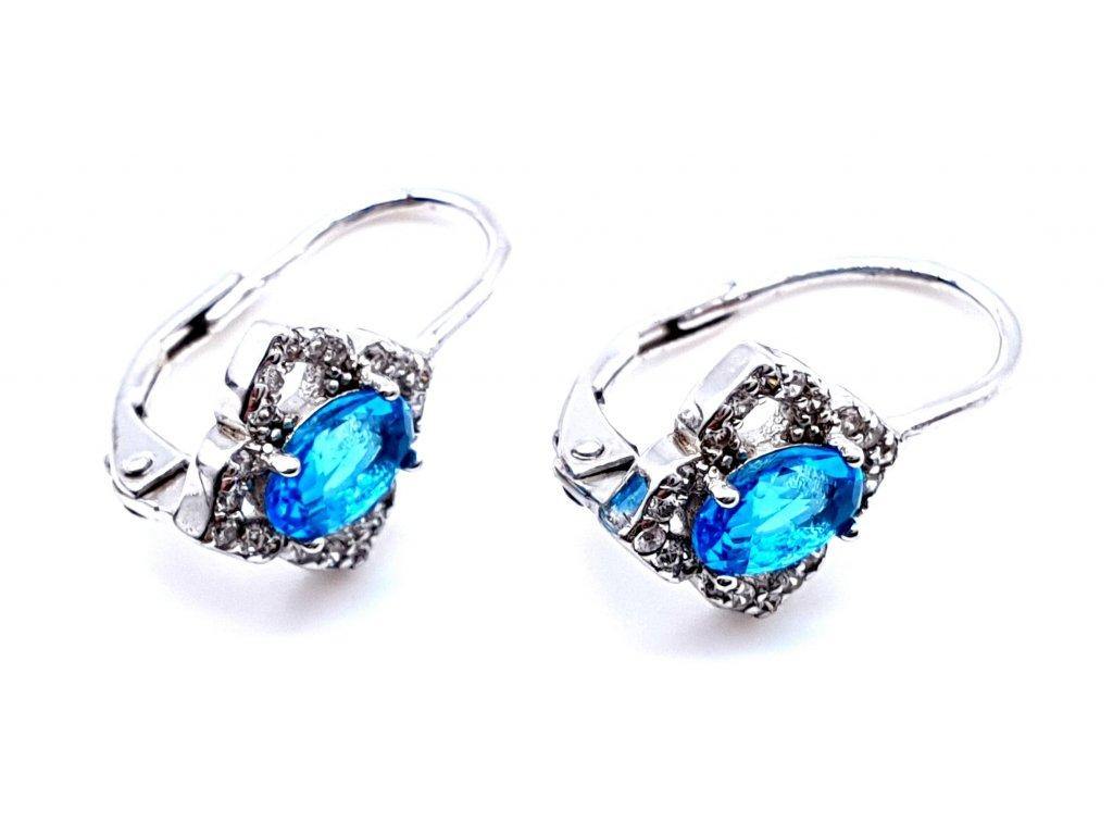 70125 stribrne nausnice ve tvaru kvetiny zdobene zirkony s modrym kamenem