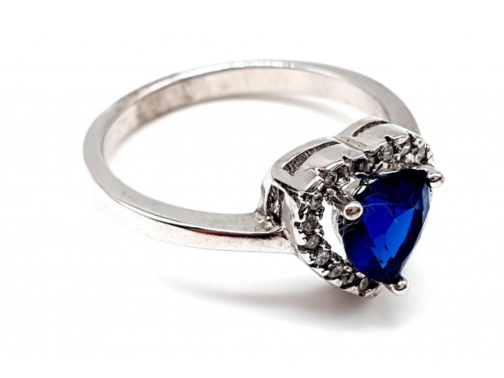 Stříbrný prsten ve tvaru tmavěmodrého srdce (Velikost prstene 50 mm)